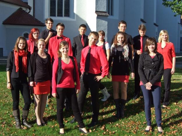 """Mitglieder des Jugendchores """"Effata"""" vor ihrem Auftritt zur Jugendaufnahme 2012"""