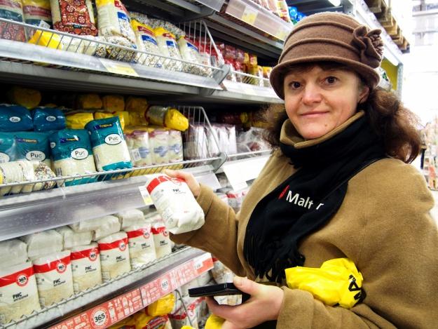 Irina Tymkova beim Einkauf